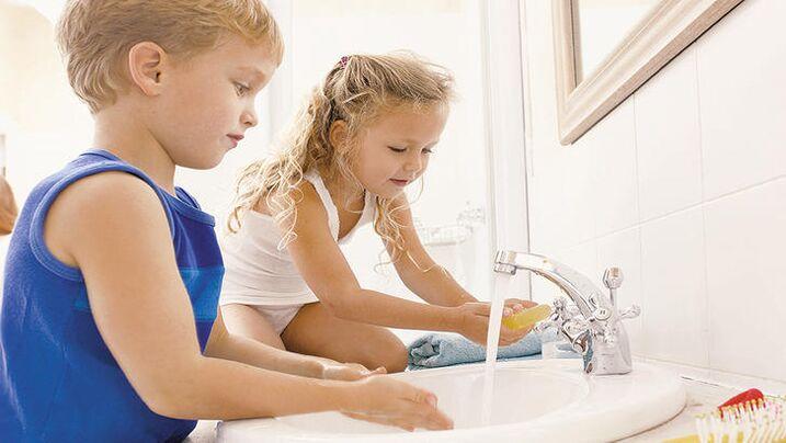 la copii prevenirea helmintiazei este frecventă)